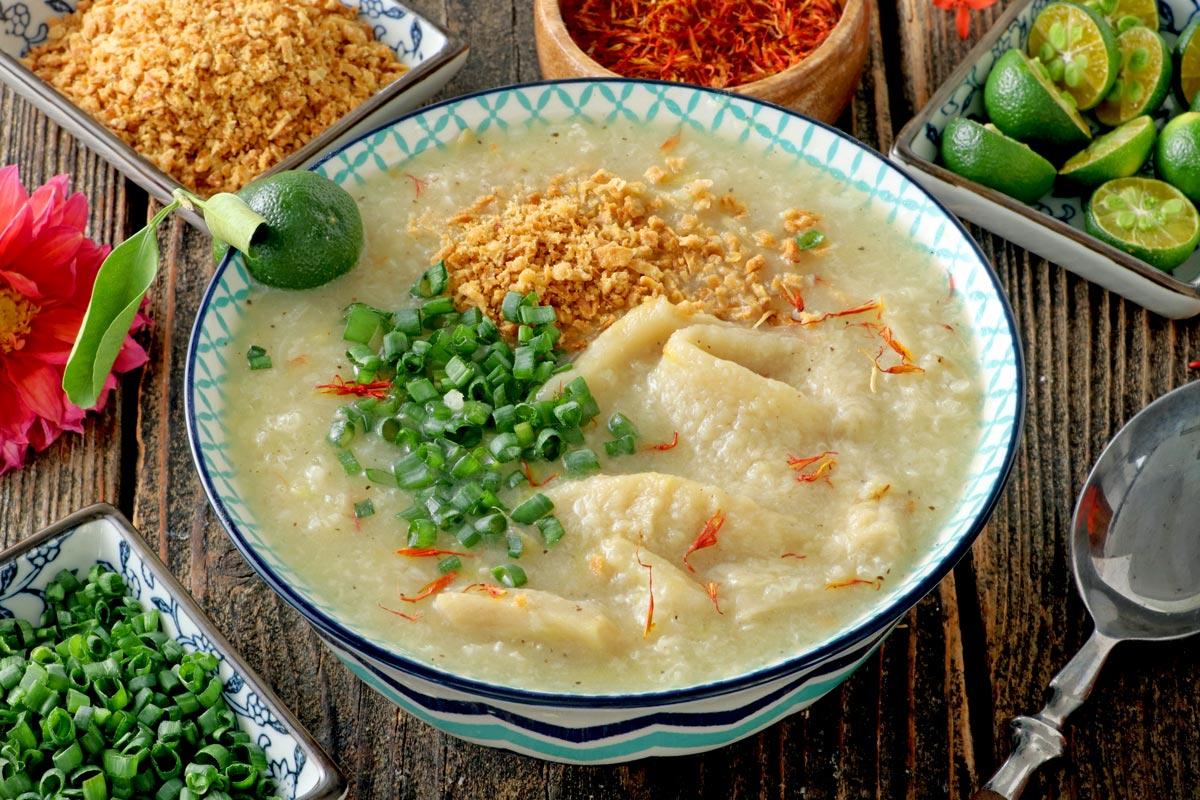 Simple rice porridge with beef tripes.